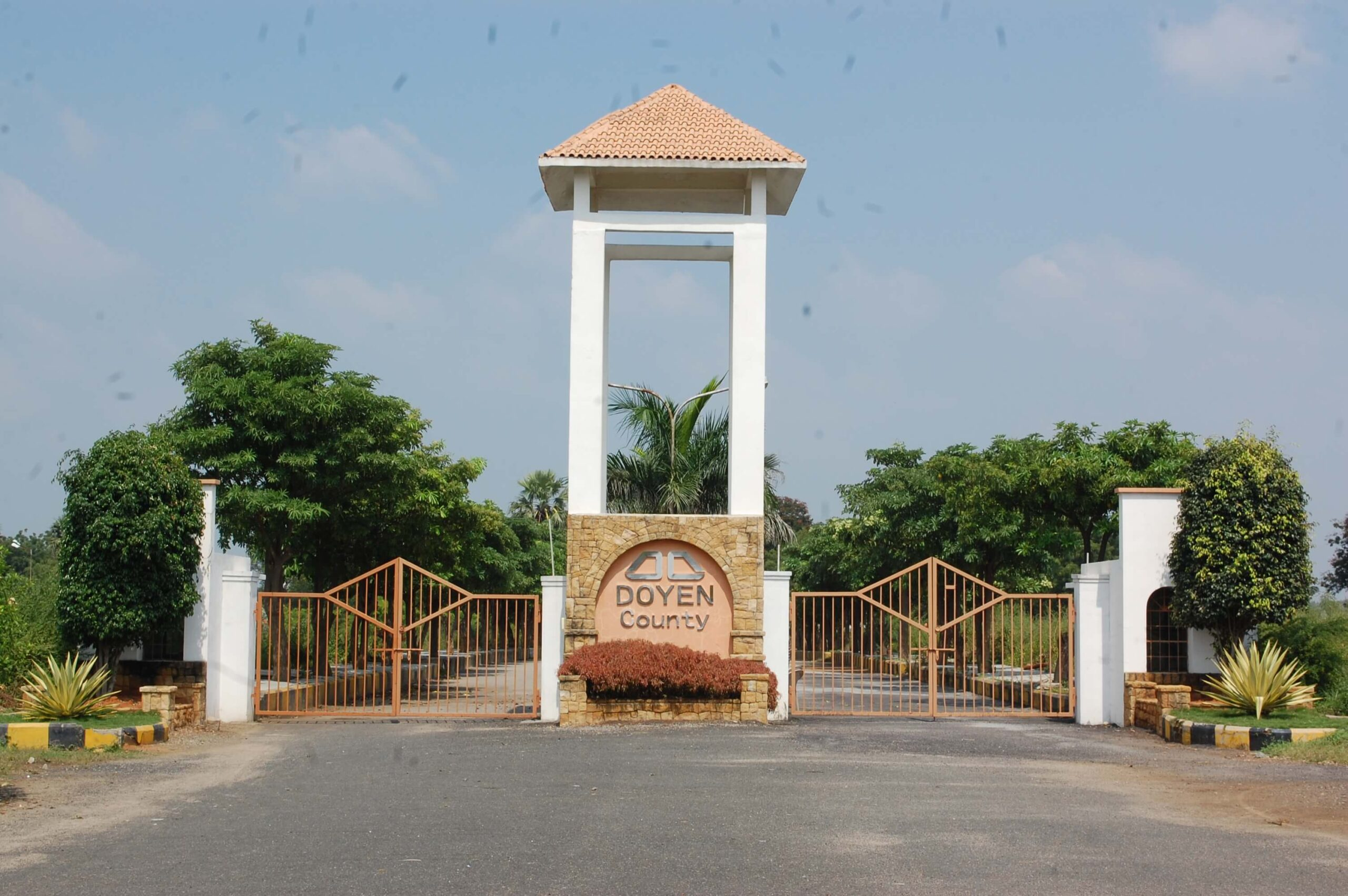Doyen-County- Entrance